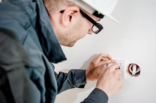 Montaż instalacji elektrycznych